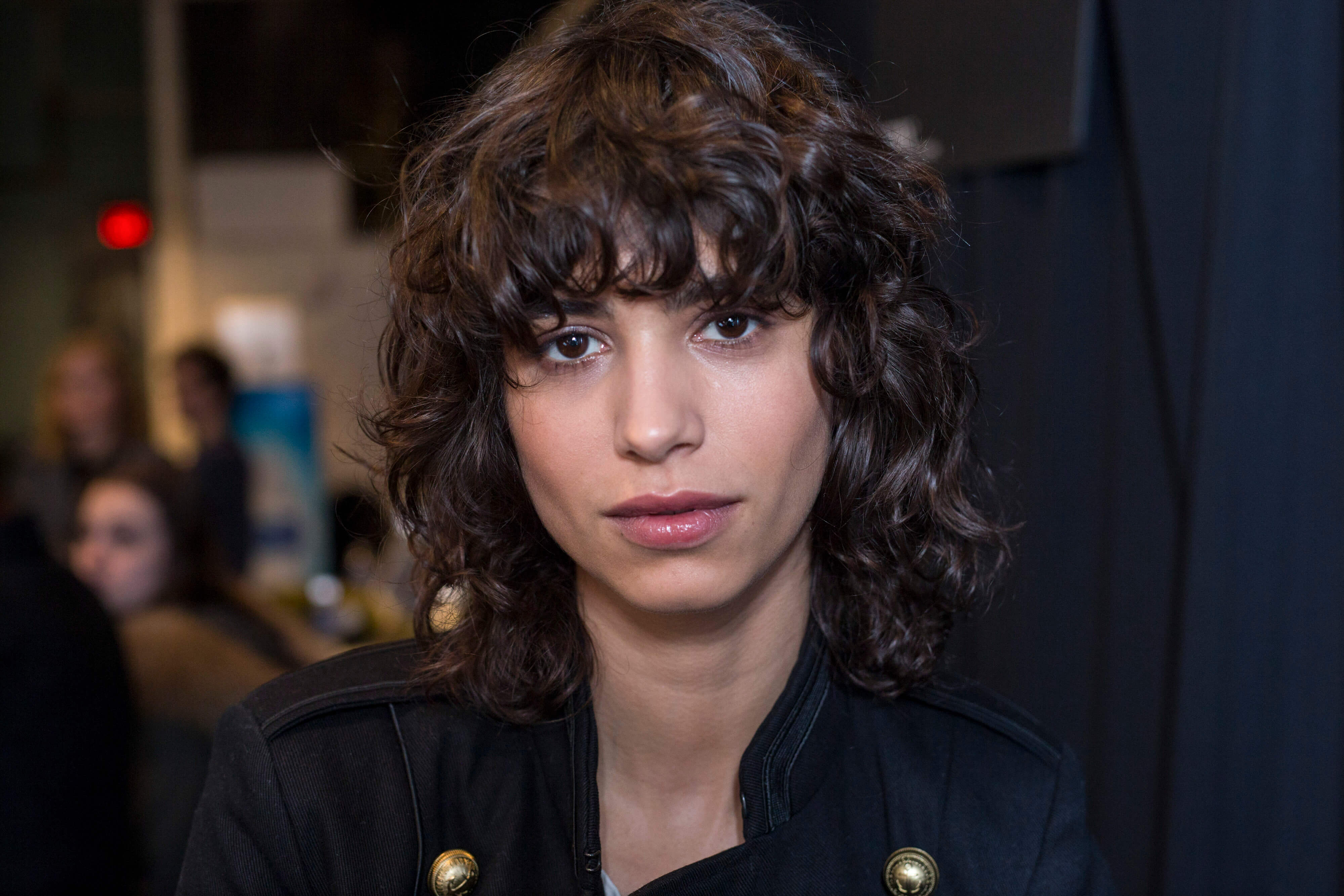how to style curly hair with a shag