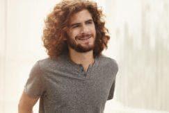defined curls for men: get the look