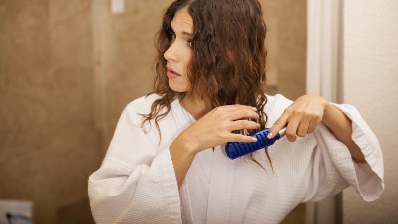 woman using hair brush for wet hair on wavy hair texture