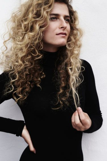 curling wand styles to create amazing curls