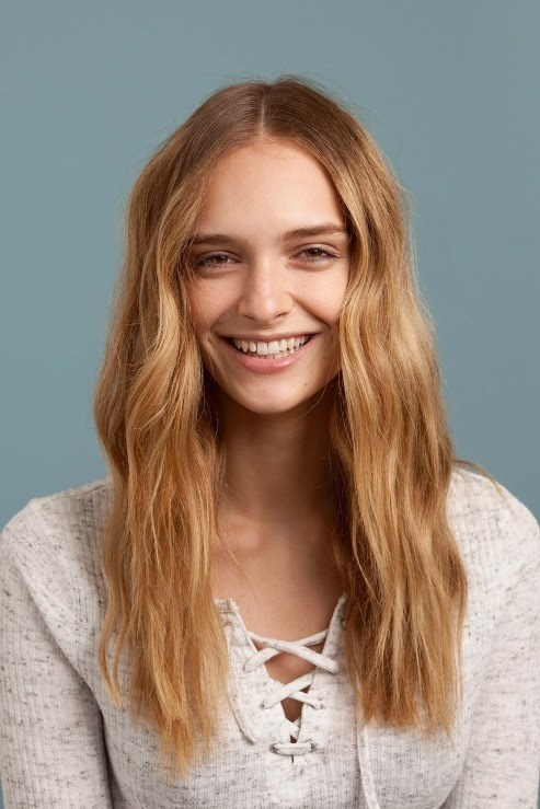 after-party hairstyles include dreamy beach waves.