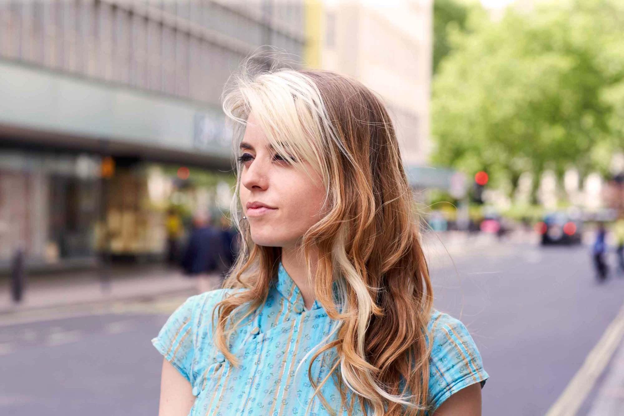 blonde hair streaks in brown hair bangs
