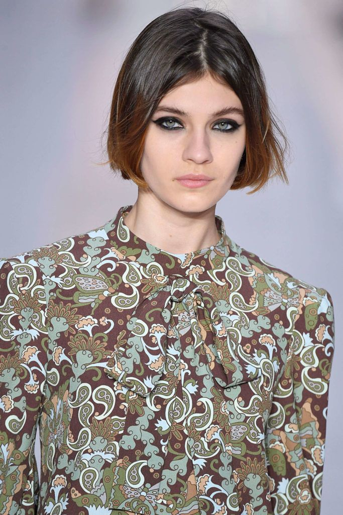 easy hairstyles for short hair with the '70s part