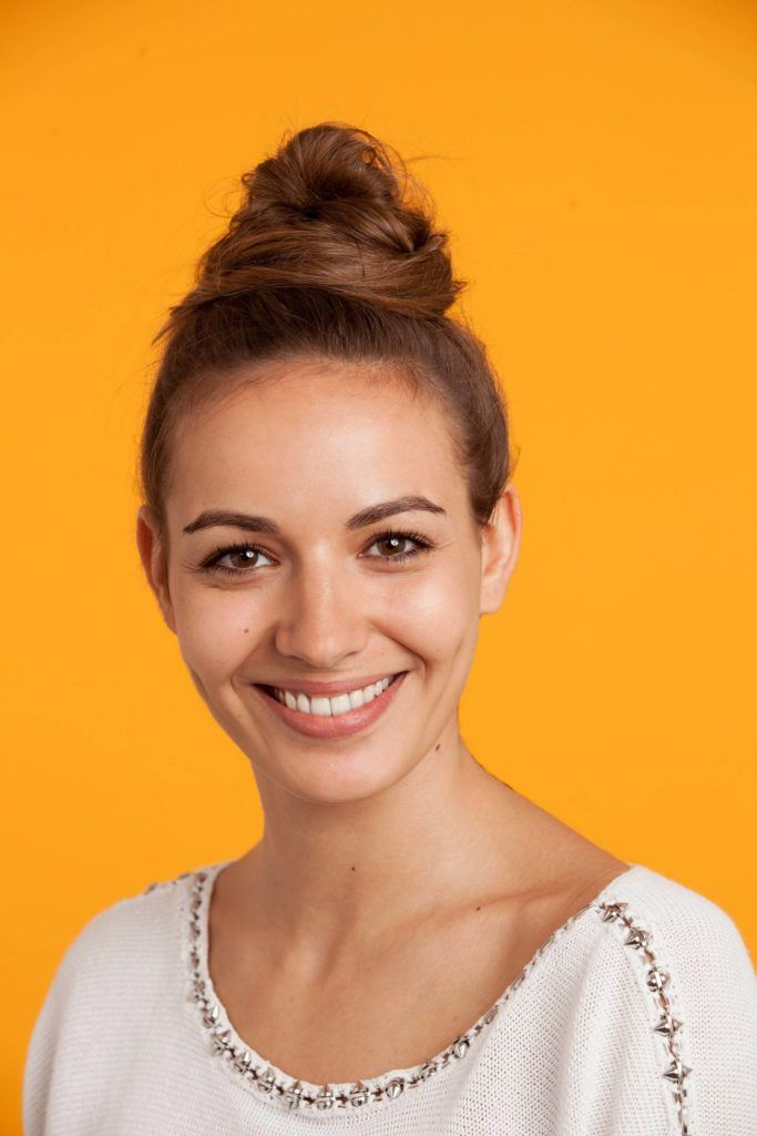 how to create a messy bun on long hair with bobby pins