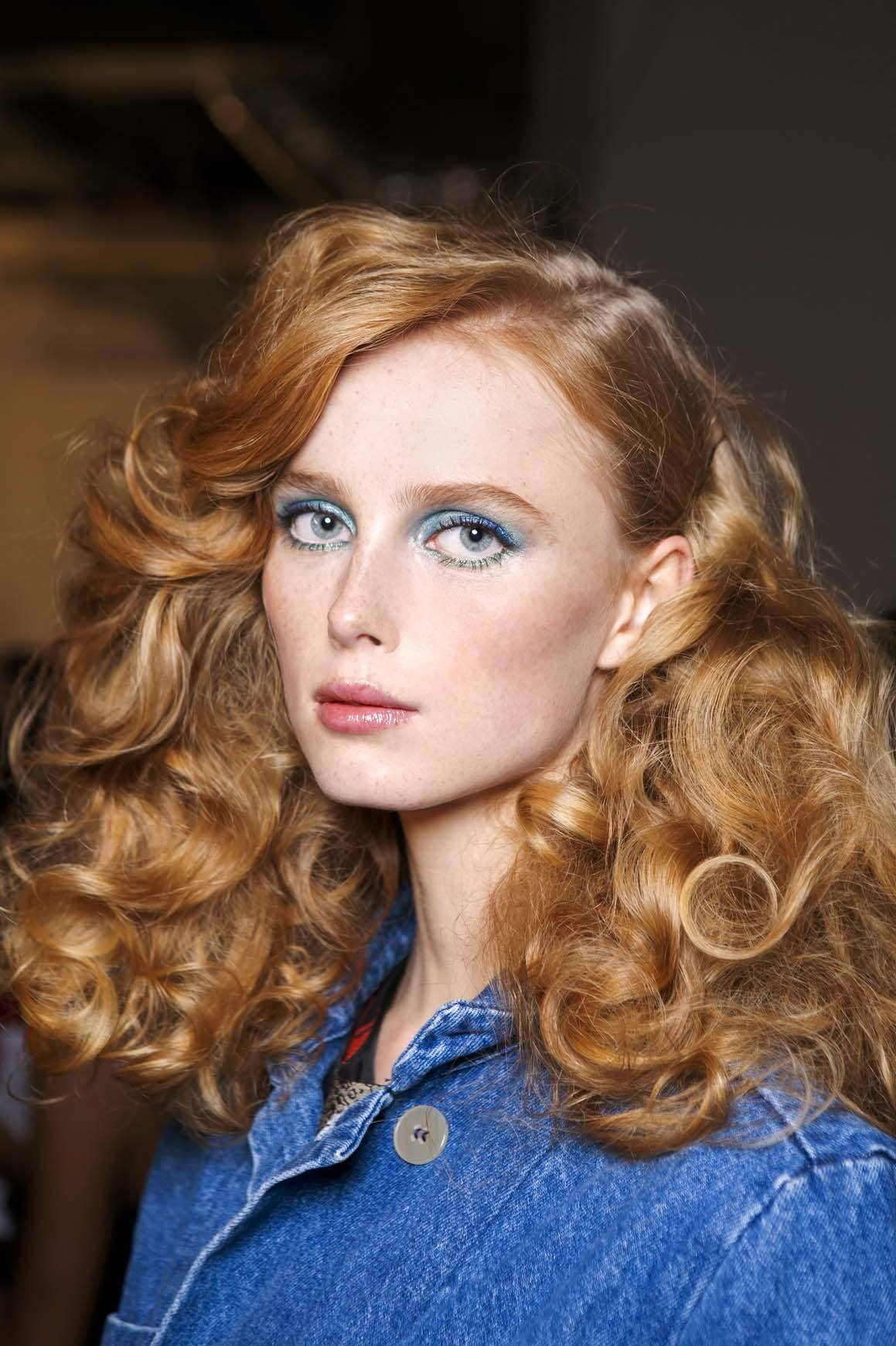 how to put rollers in your hair for curls