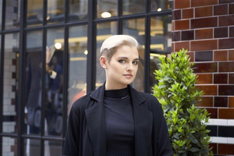 Woman with platinum blonde hair - how to wear platinum blonde hair in a two tone pixie cut