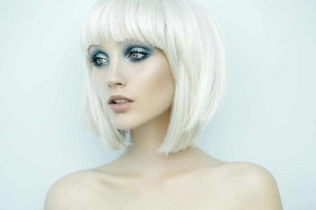 Woman with platinum blonde hair - how to wear platinum blonde hair in a sleek style