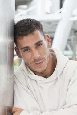 Learn how to texturize men's short hair.