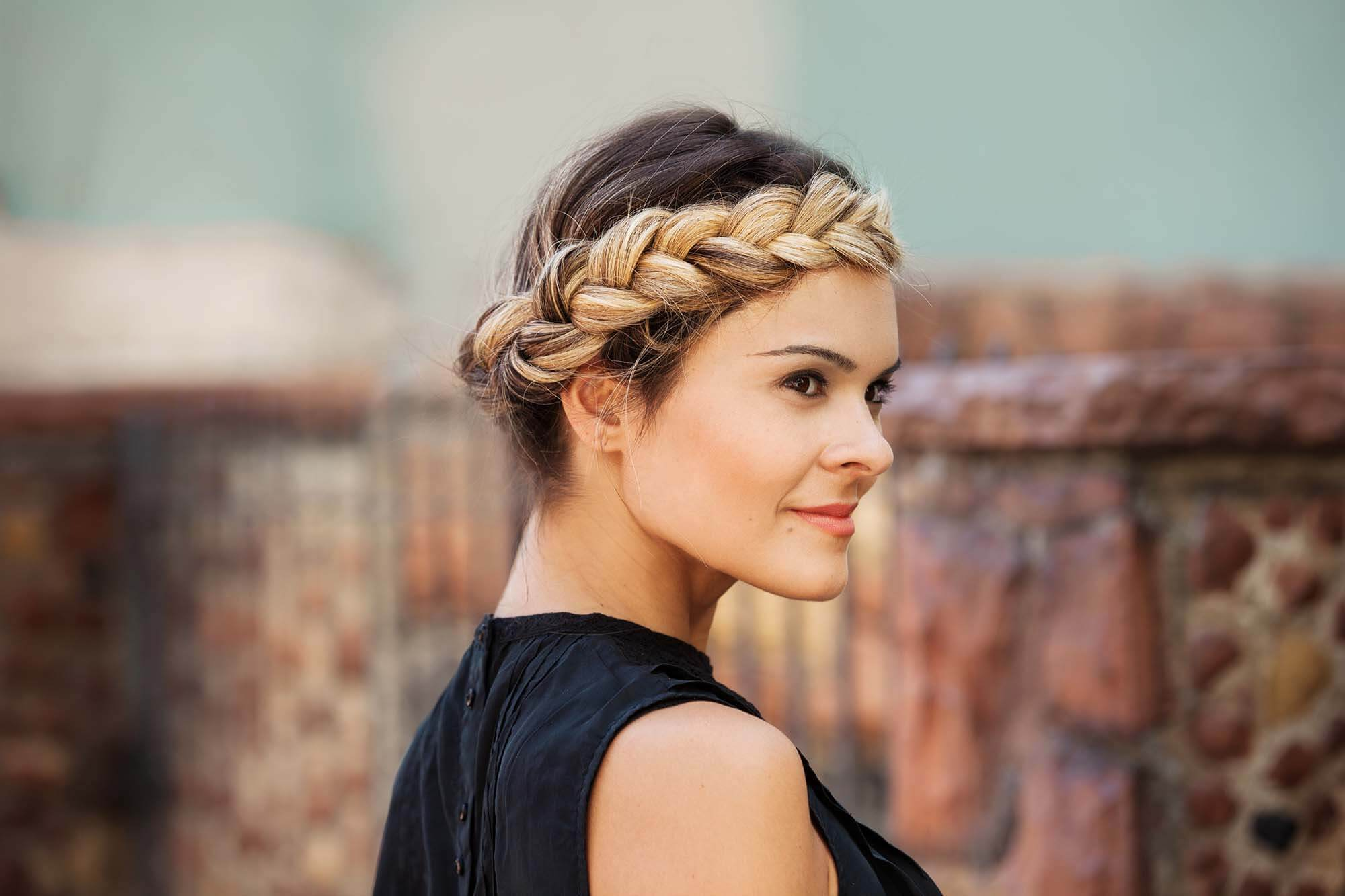 hair braiding: halo braid