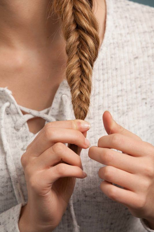 how to make an inverted fishtail braid: hair tie