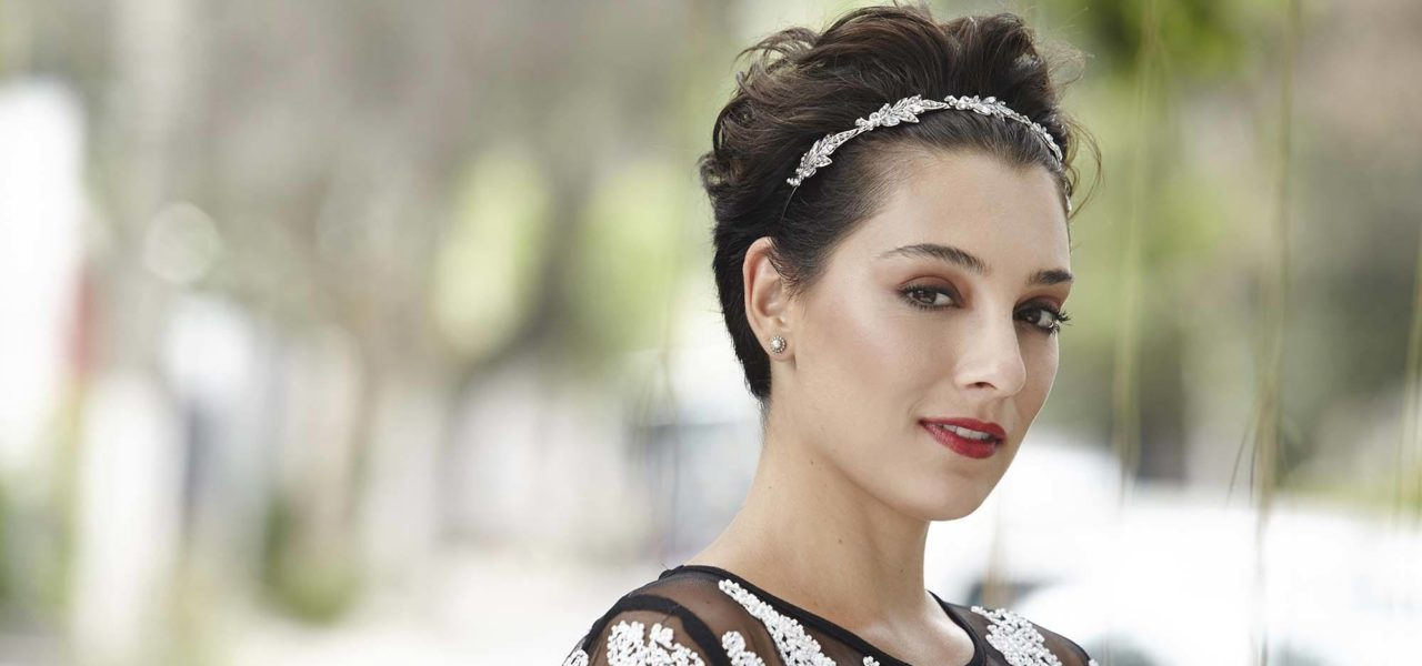 How To Wear A Headband With Short Hair For Any Occasion