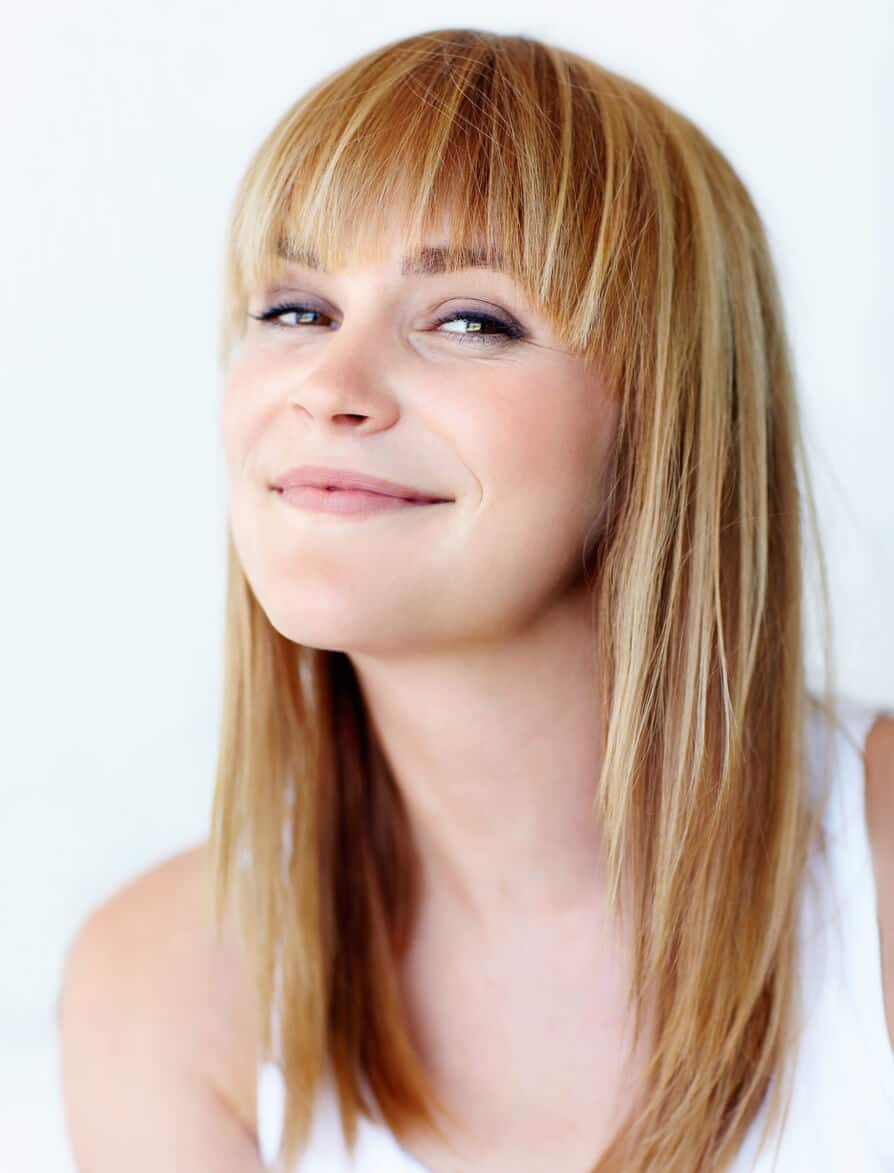 simple hairstyles with pin-straight bangs