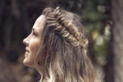 style frizzy hair: side view of messy fishtail braid