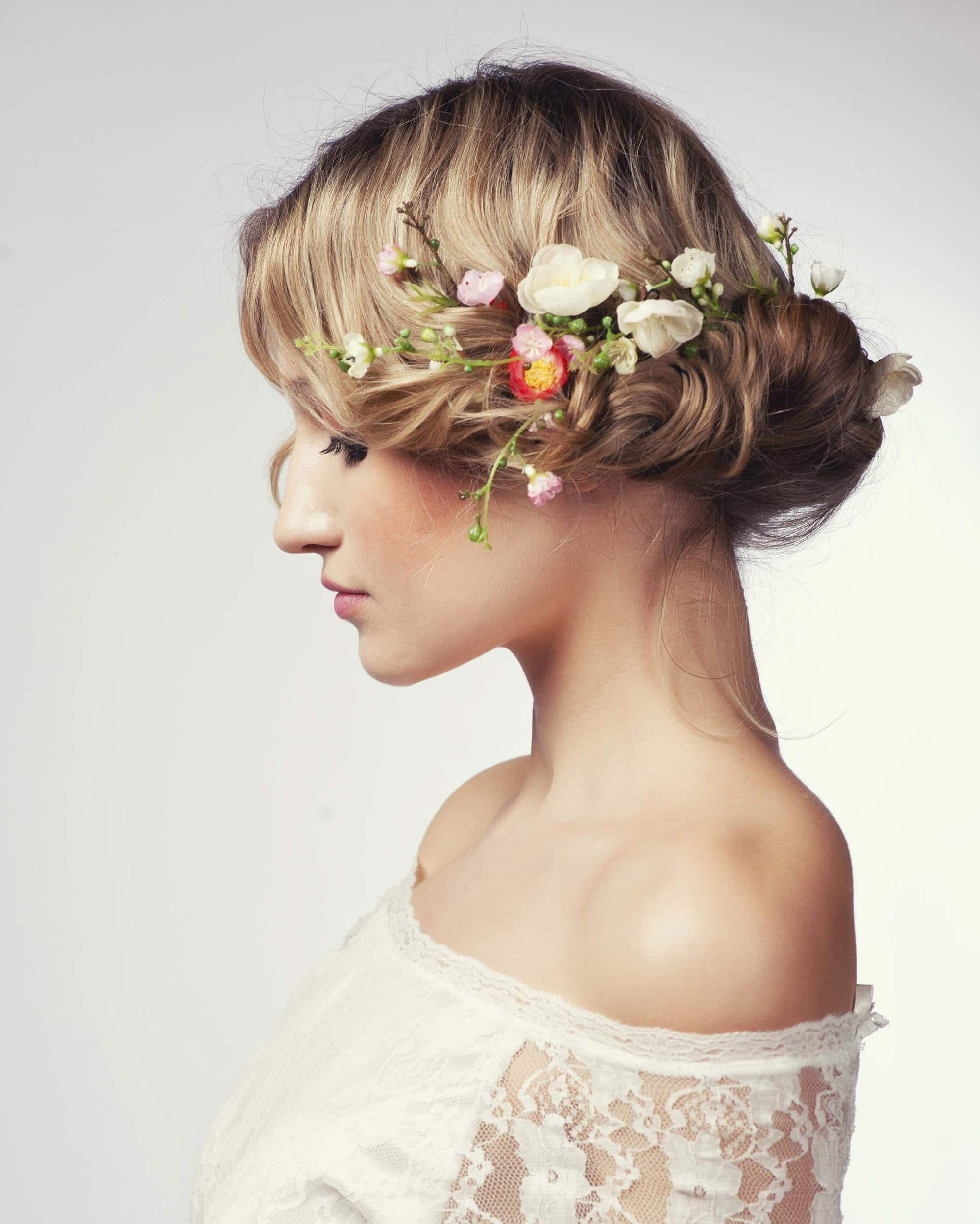 Bridal Hairstyles And Hair Ideas To Inspire Your Look On Your Wedding - Croissant hairstyle bun