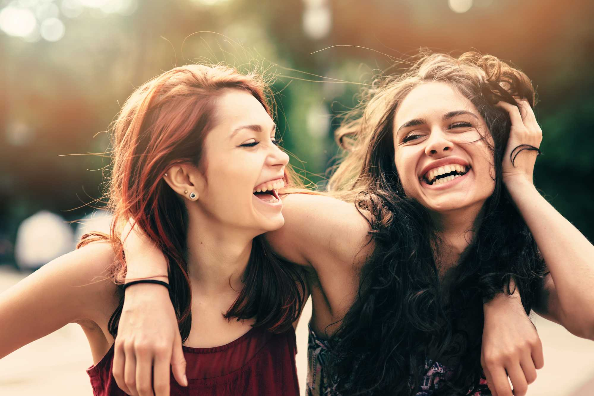 shampoo for red hair two girls laughing