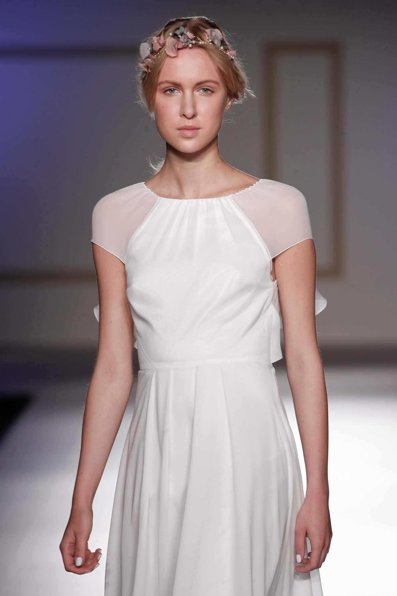 Simple Wedding Hairstyles: Hair Ideas for the Chic, Unfussy Bride