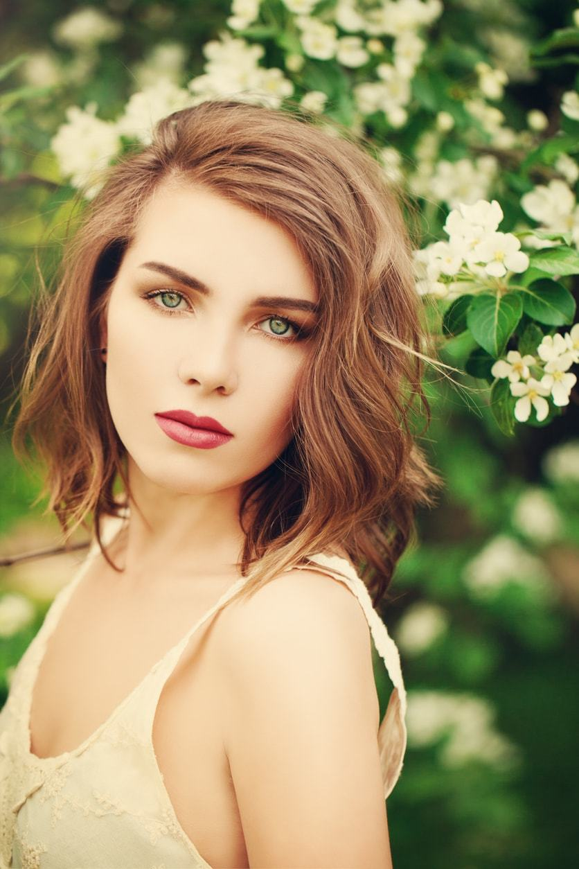 bob hairstyles side part loose waves