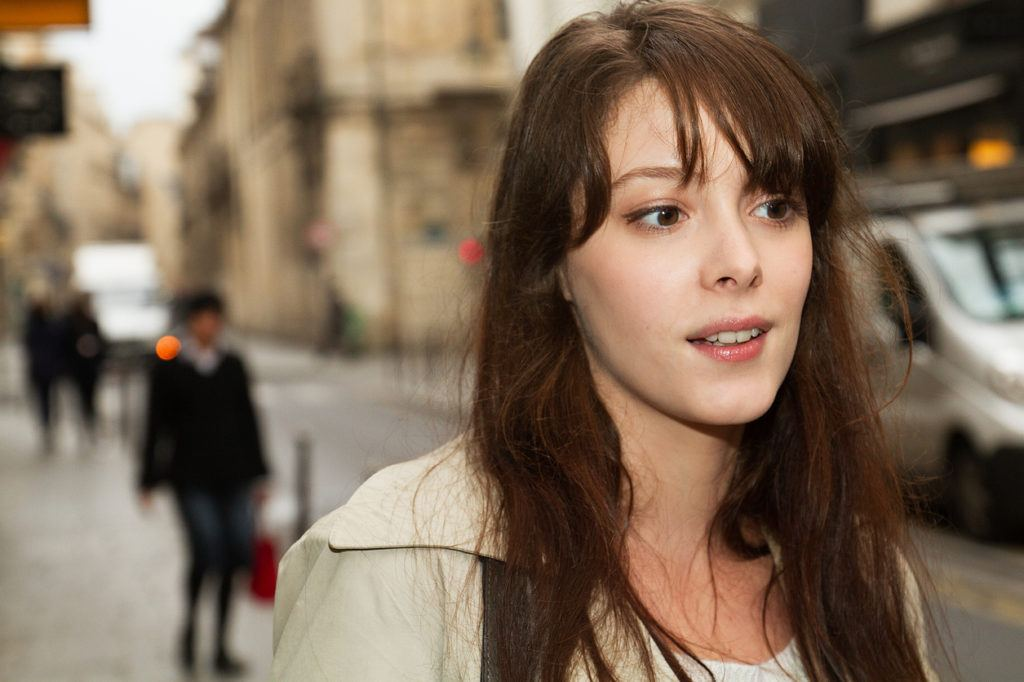 french hairstyles: wispy bangs
