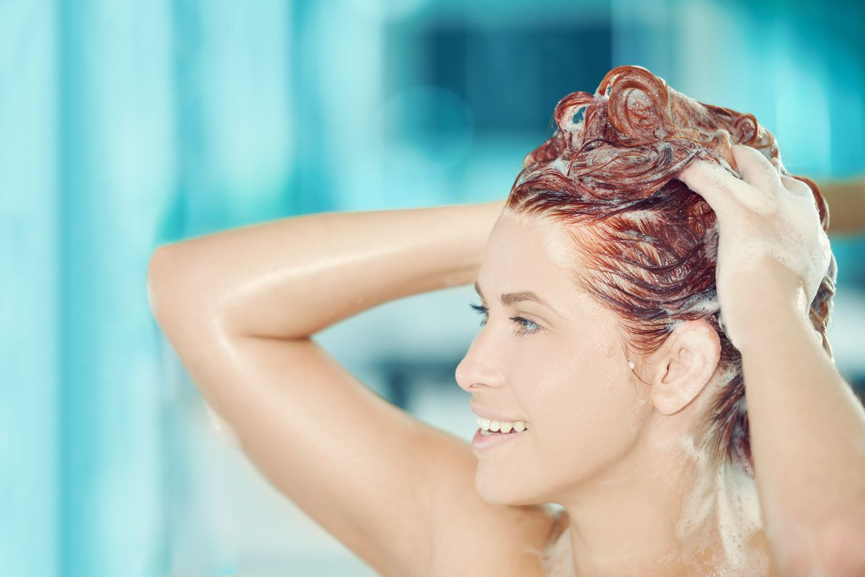 conditioner for red hair: hair washing process