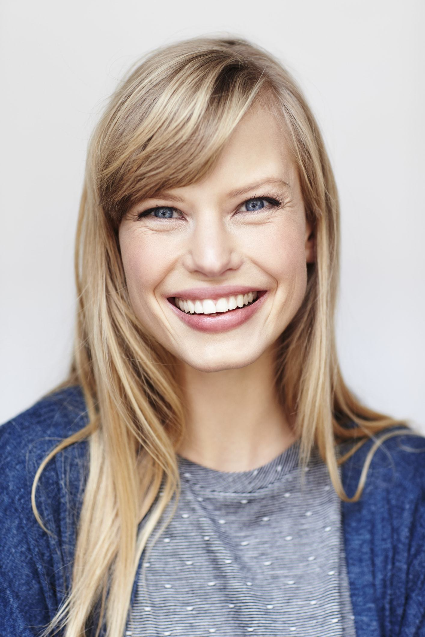 Straight Blonde Hair With Bangs 6