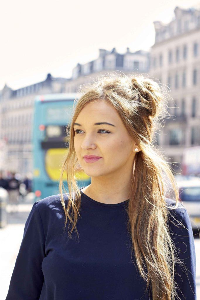easy hairstyles with a mini bun