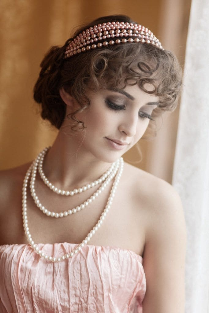 hair style 1920 22 glamorous 1920s hairstyles that make us yearn for the 2712 | 1920s hairstyles curly accessories 683x1024