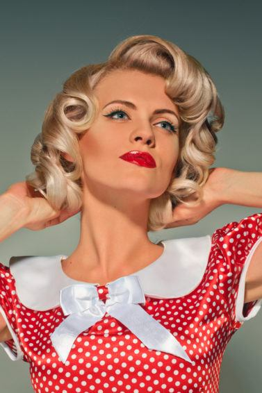 50s hairstyles for long hair: retro soft curls