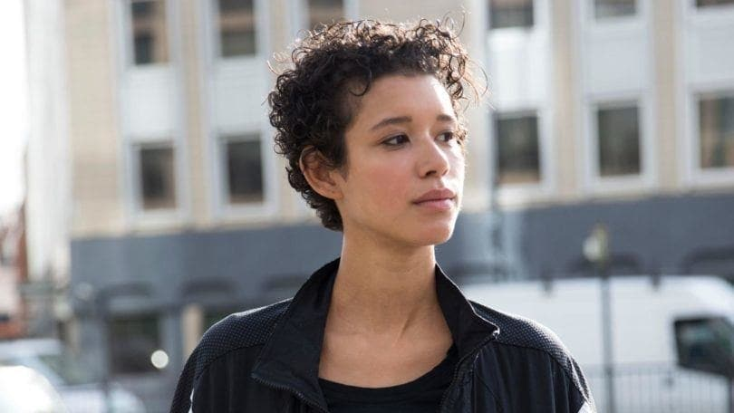 curly haircuts for round faces: pixie