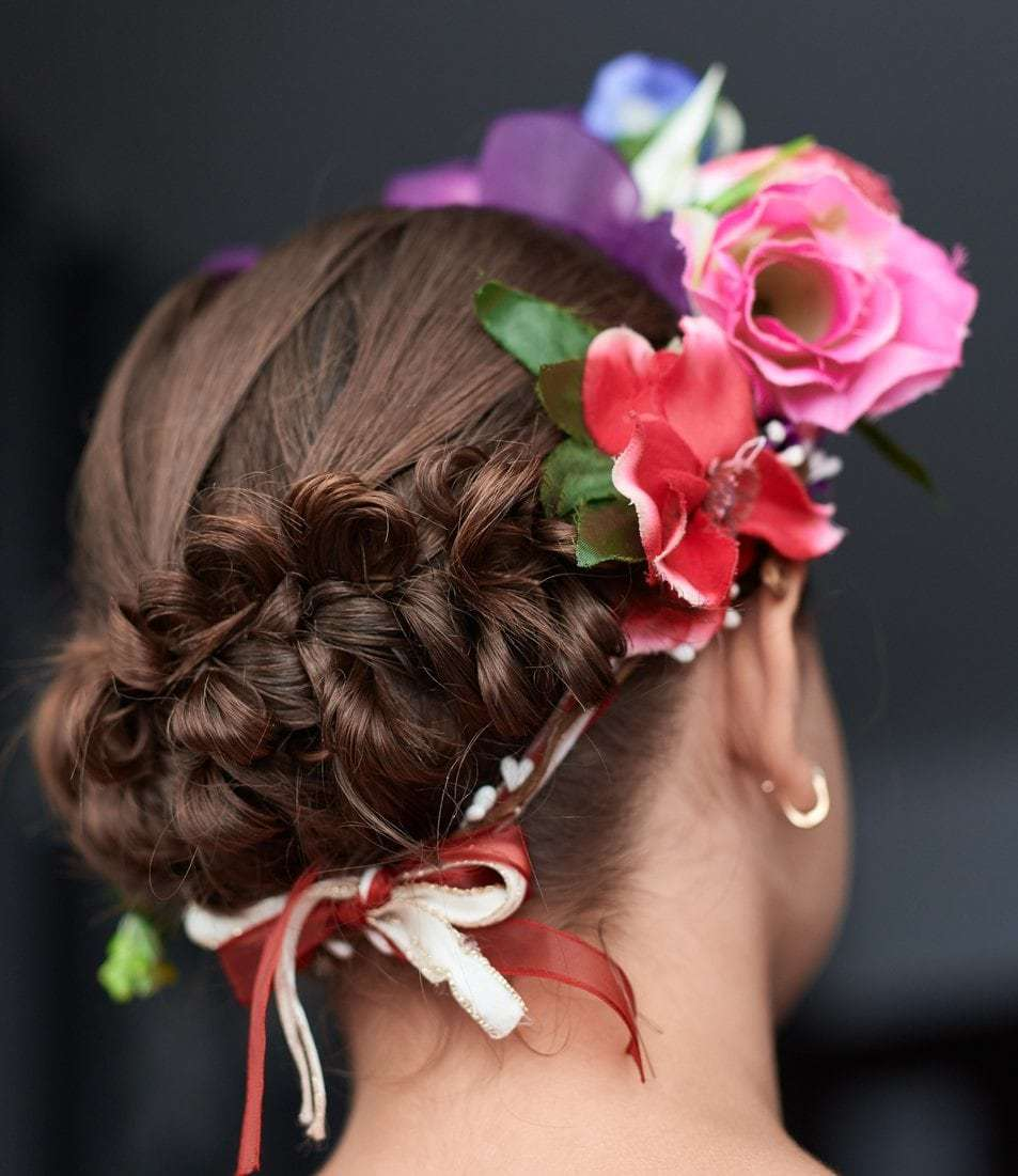 In Bloom 10 Flower Hairstyles We Re Gushing Over Now
