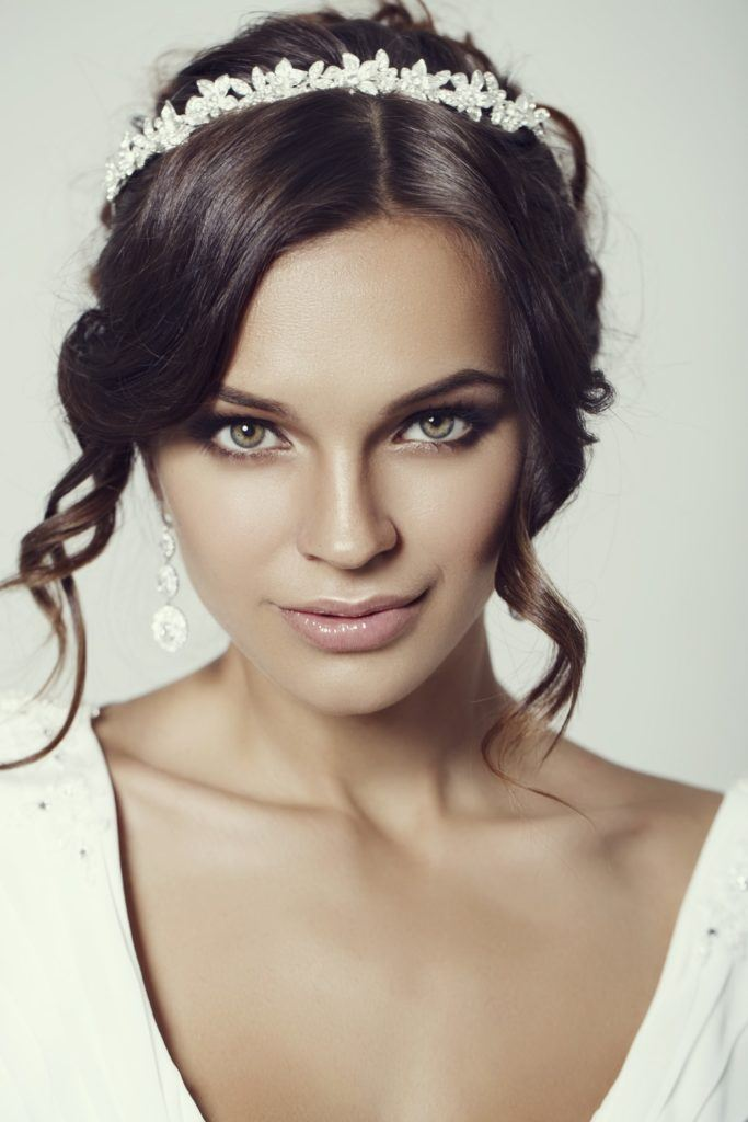 hairstyles with tiara brunette curls small crown
