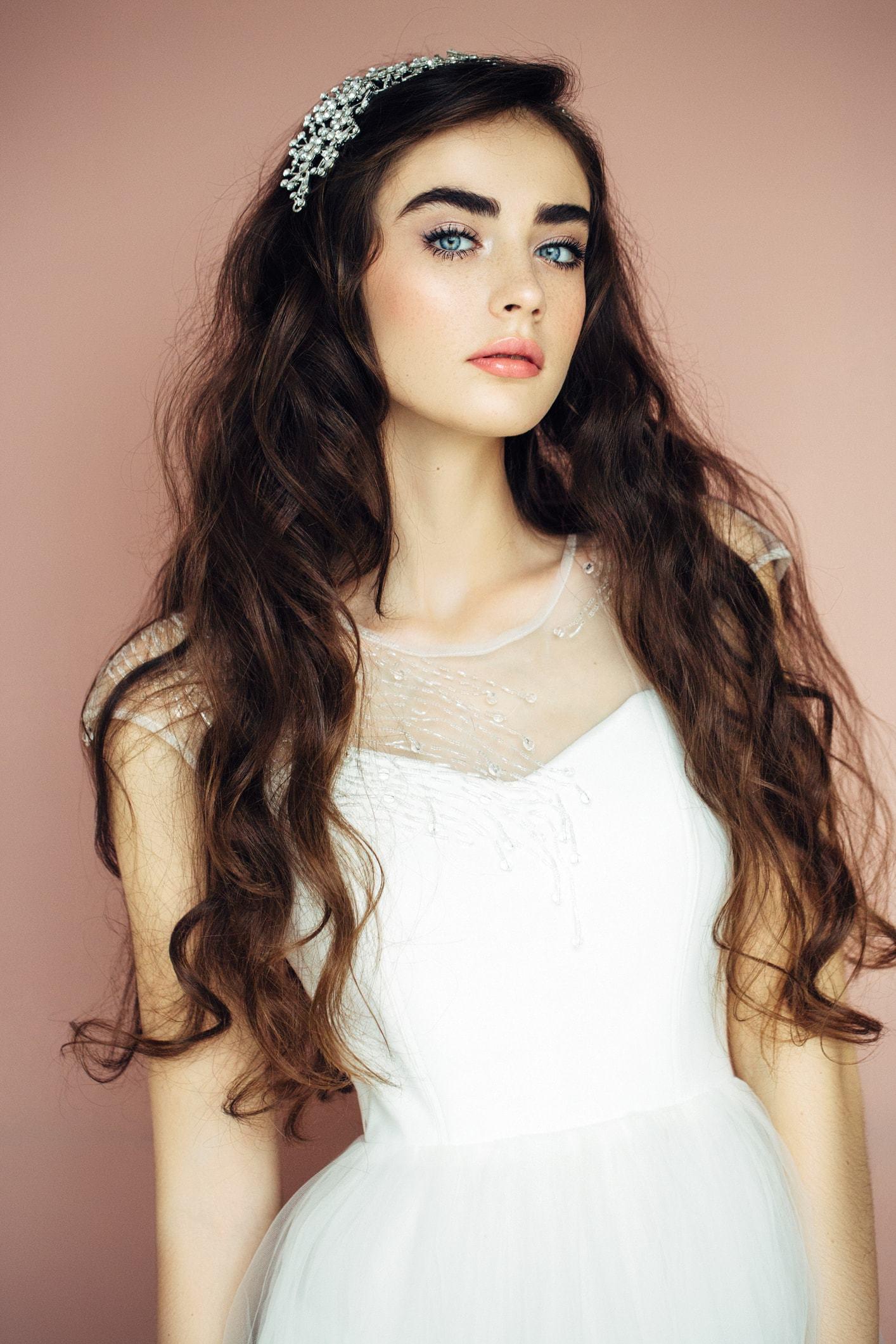 hairstyles with tiara long loose curls flat crown