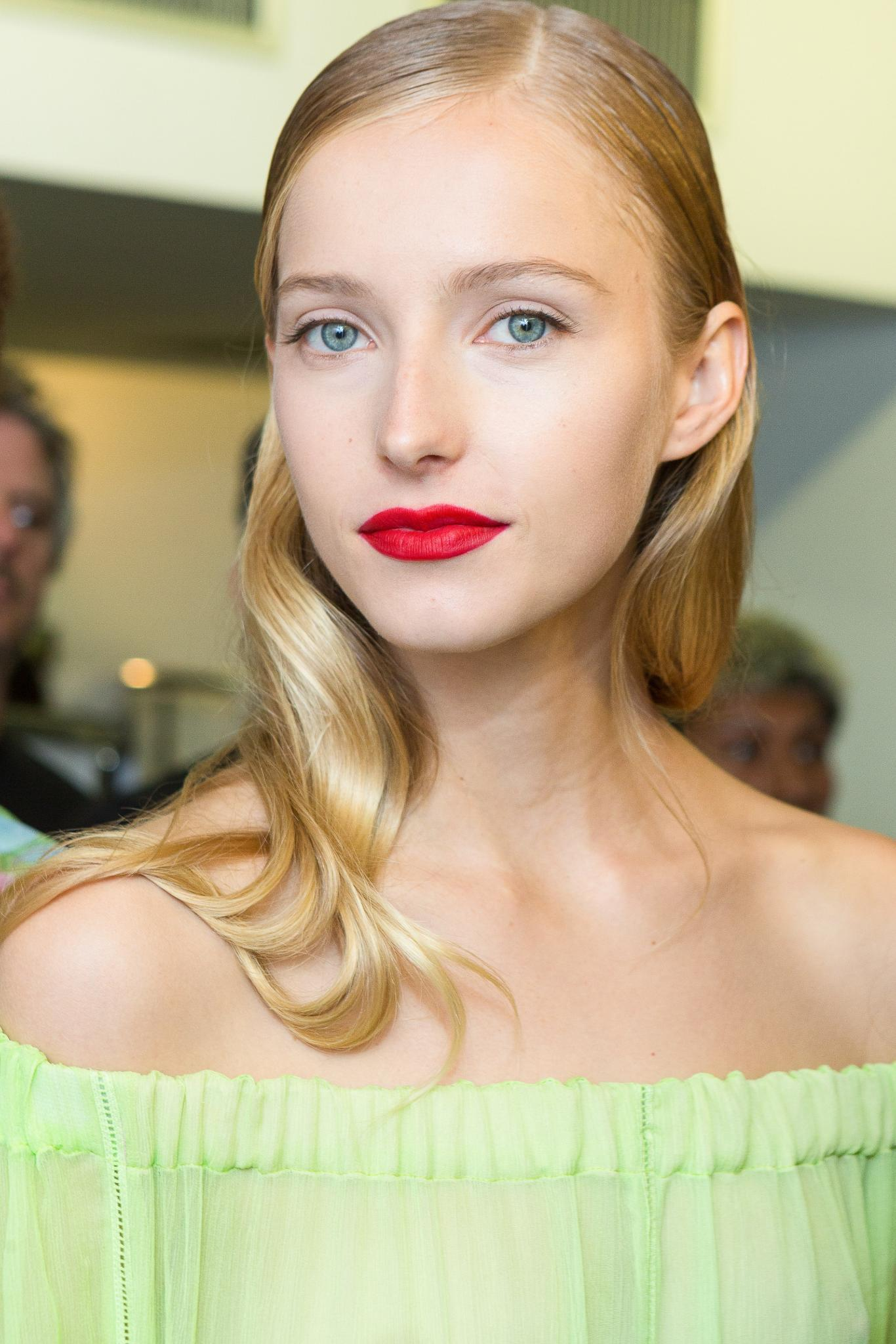 is mousse bad for your hair blonde model loose curls
