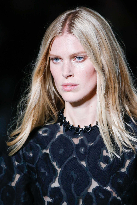 sandy lowlights natural blonde hair