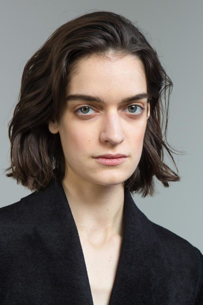 Short Haircuts For Long Faces 20 Stylish Crops That Work For You