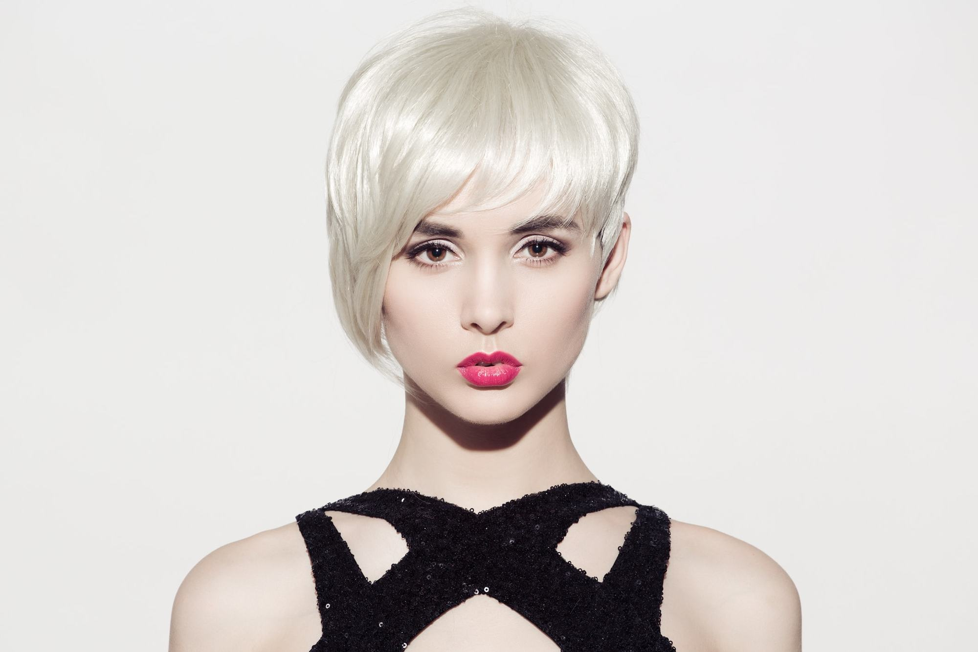 white blonde hair uneven bob