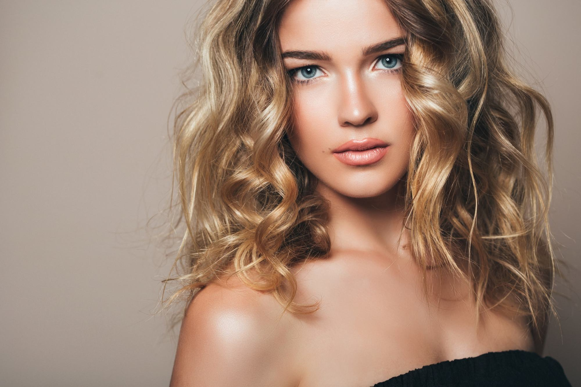 Bold And Beautiful: 16 Ways To Wear Blonde Curly Hair