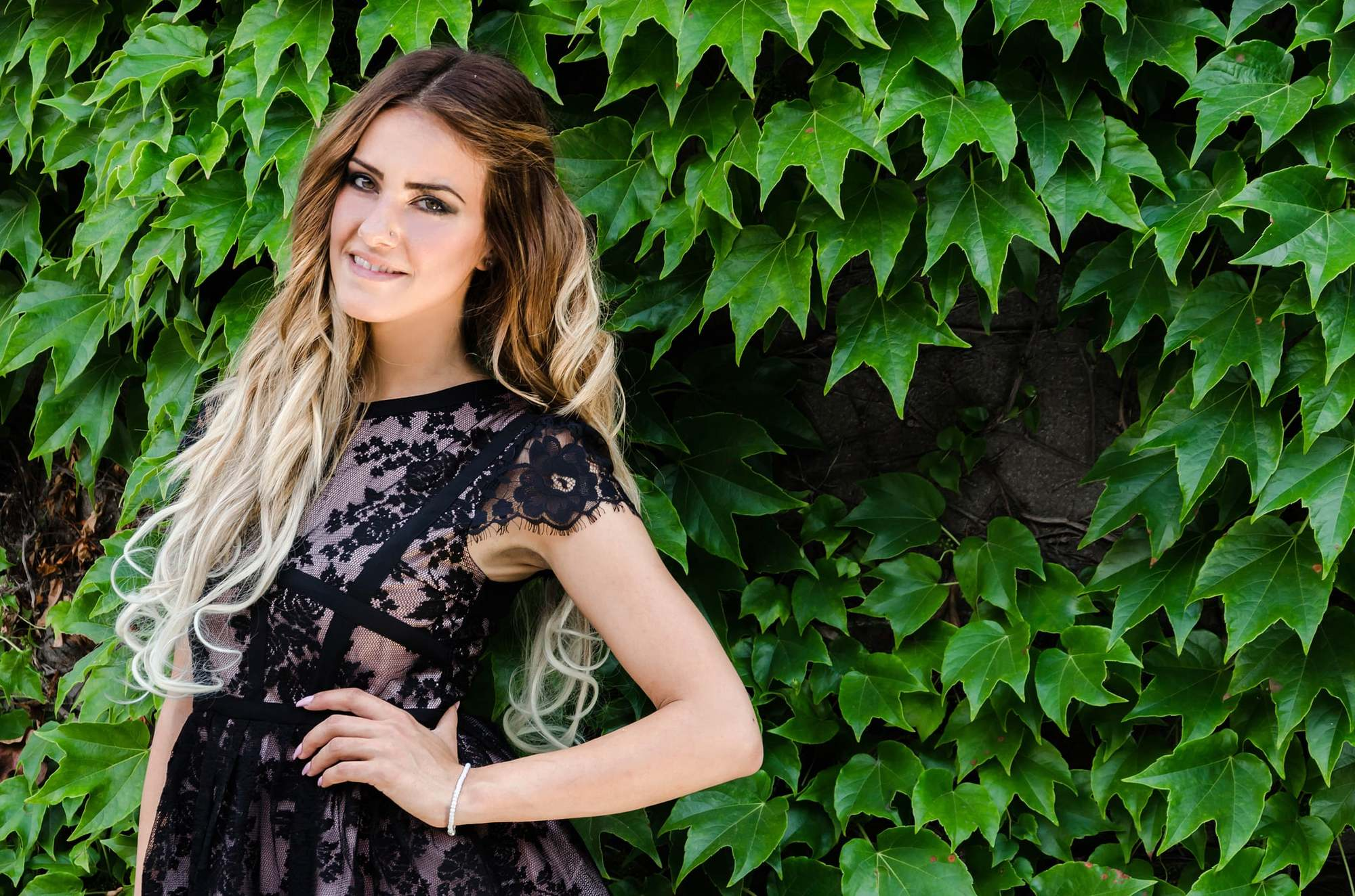 two tone hair rooted brunette blonde ombre
