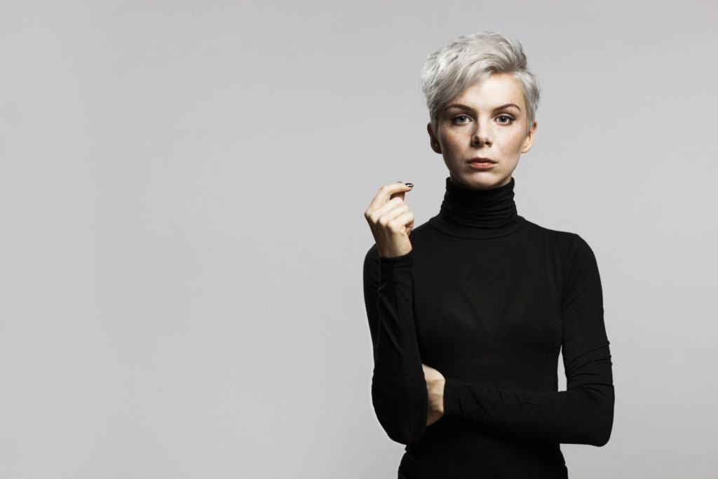 short haircuts for oval faces silver blonde wavy pixie