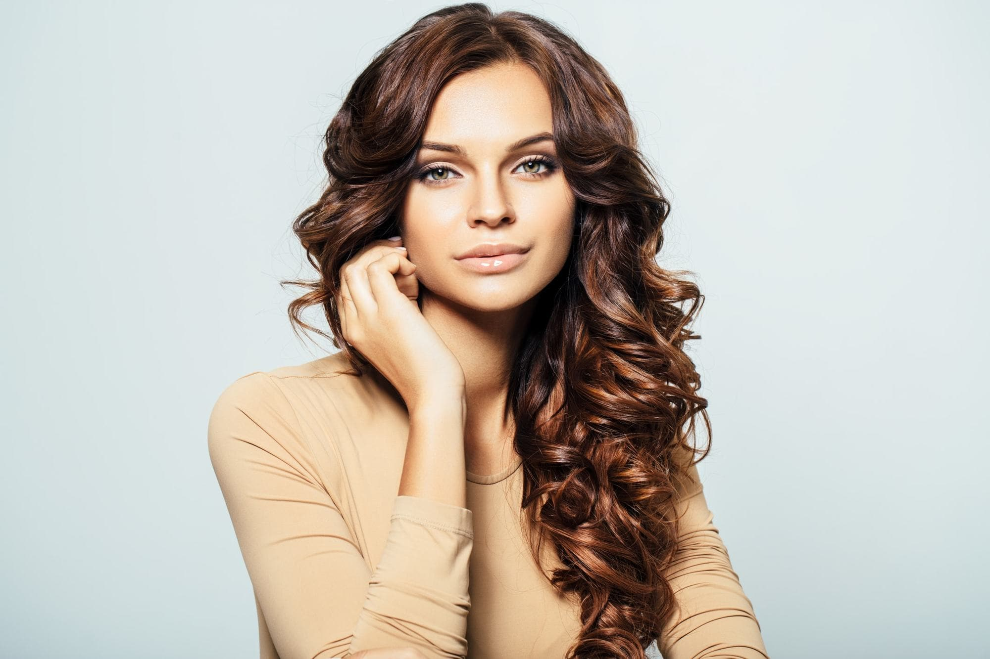 Curly Hair With Highlights 12 Looks That Help You Lighten