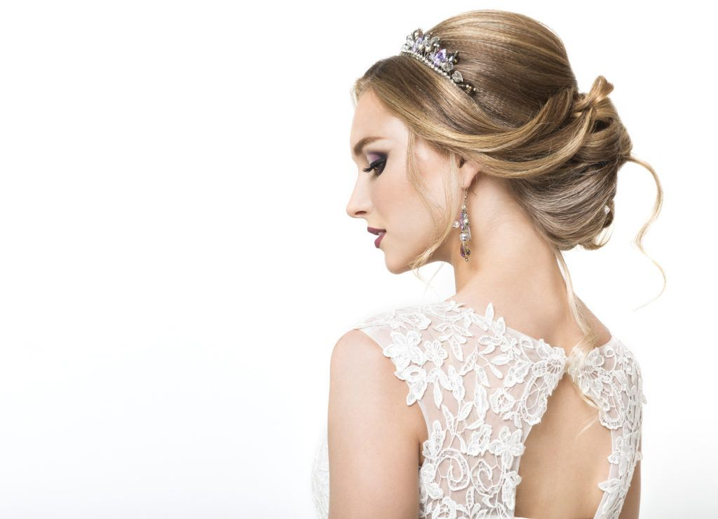 Prom Hairstyles For Medium Hair: 17 Styles To Try For The Big Day