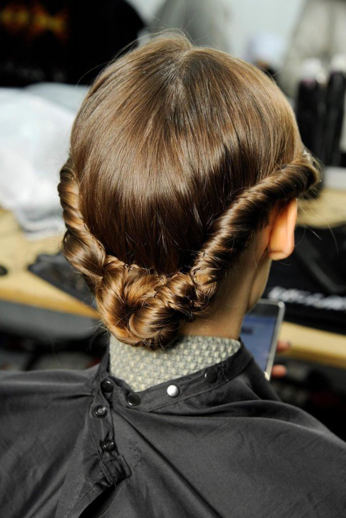 1930s hairstyles rolled bun