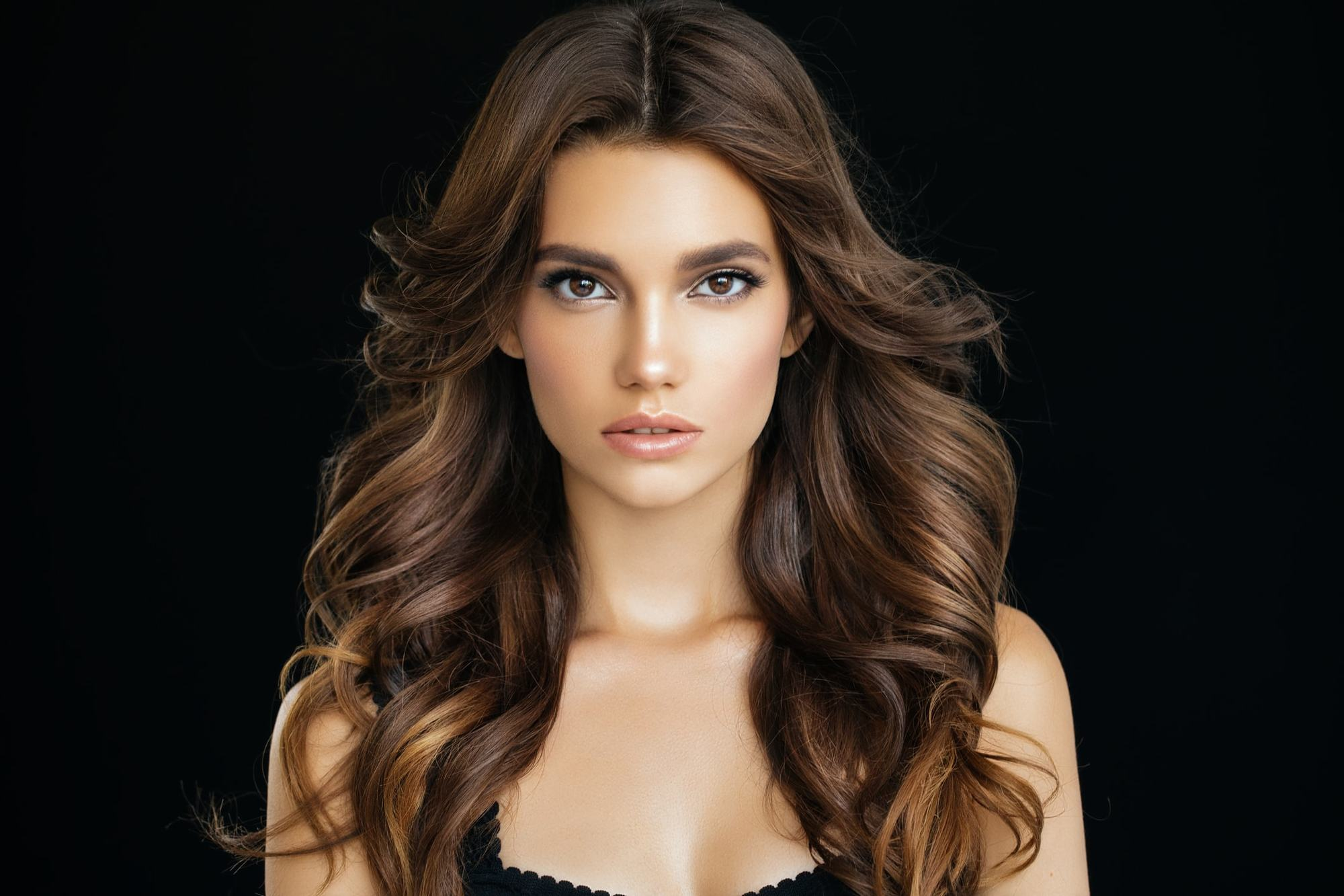 curly hairstyles for long hair center part