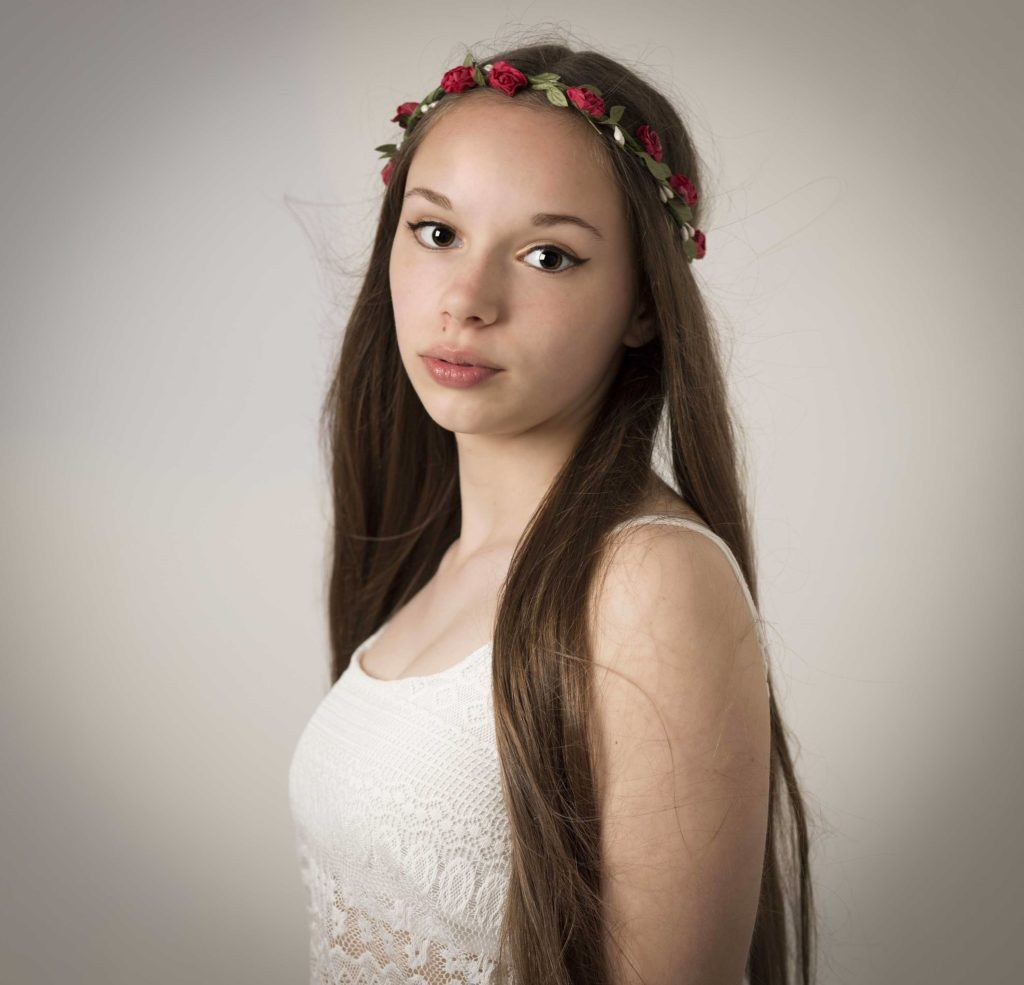 Hairstyles With Flowers In Hair: Cute Hairstyles For Long Hair: 17 Charming Looks To Try