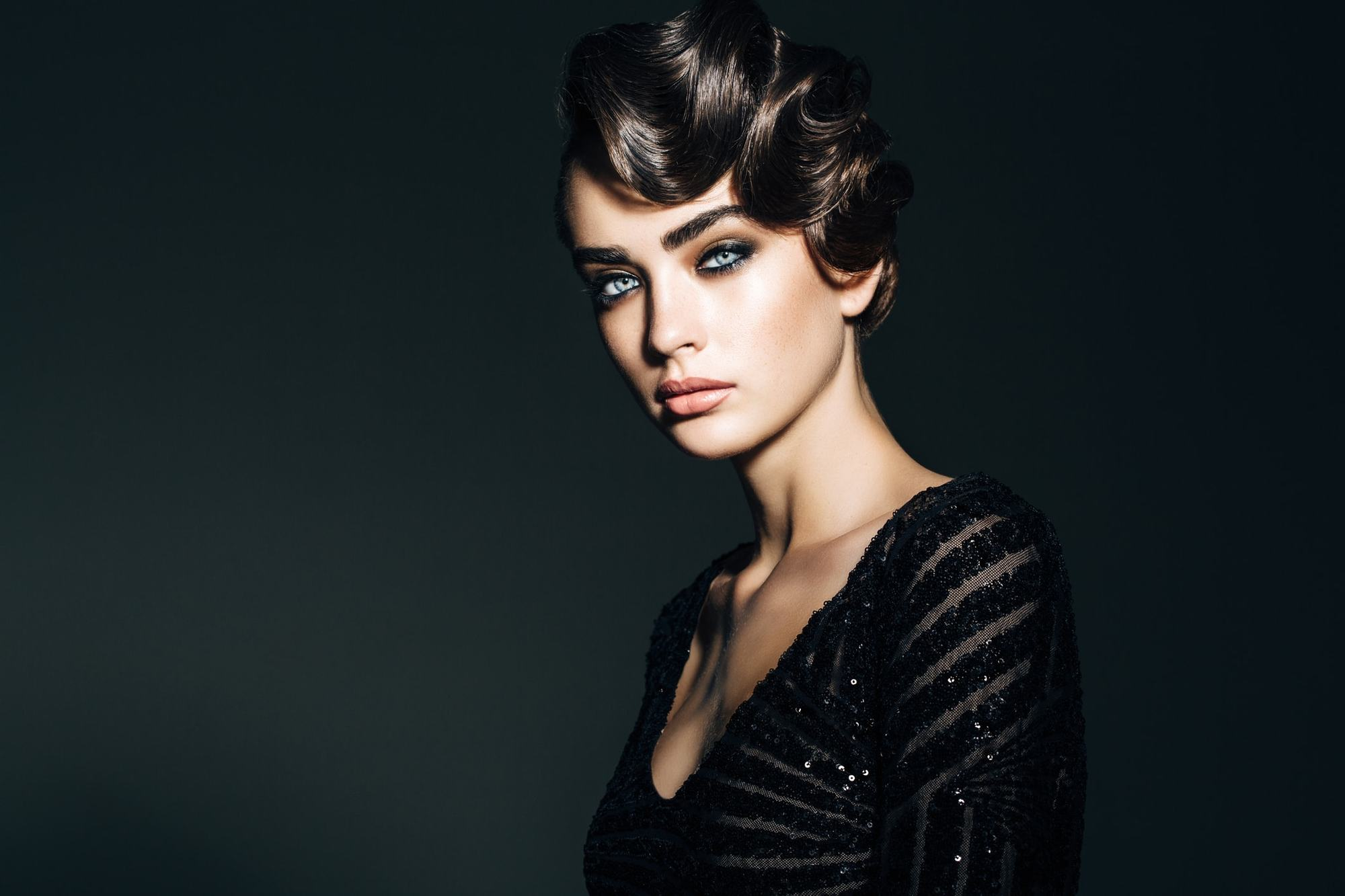 10 Easy Vintage Hairstyles That Take No Time At All
