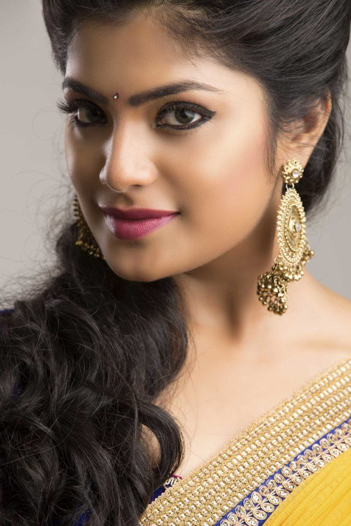 indian-wedding-hairstyles-side-swept-hairstyles-ponytail