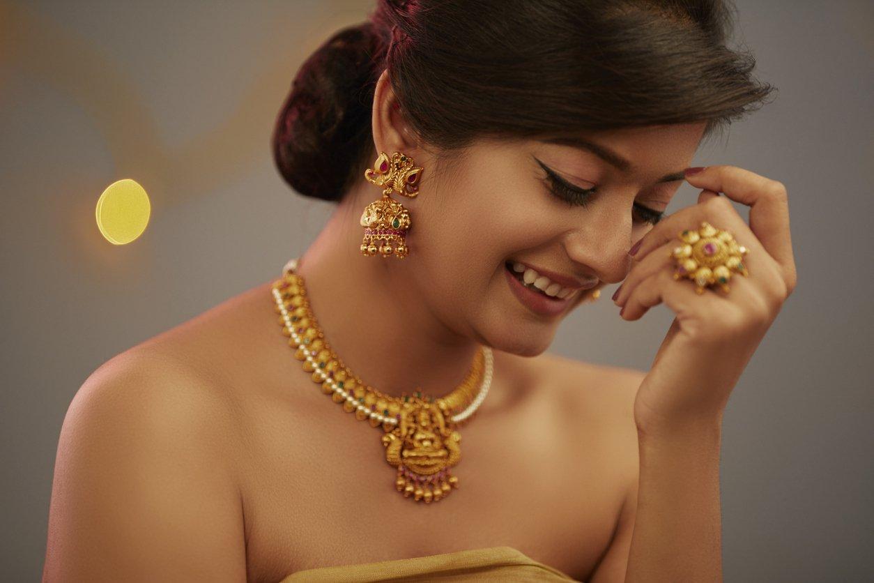 Indian wedding hairstyles chignon.