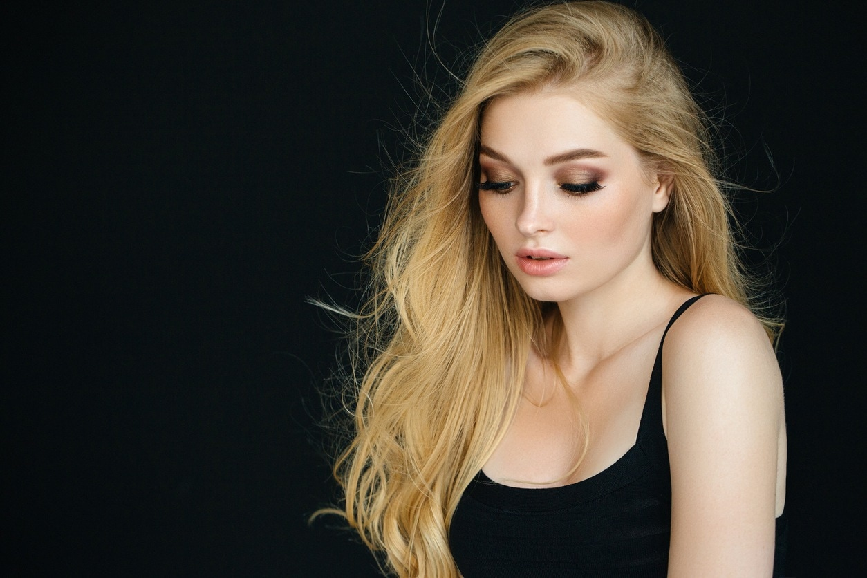 hairstyles for long blonde hair heavy side part