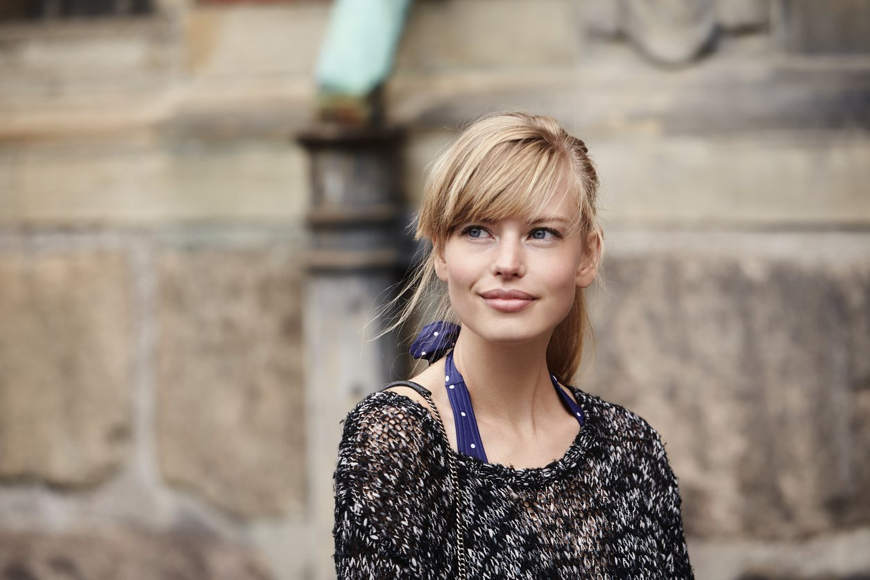 hairstyles for long blonde hair swooped bangs