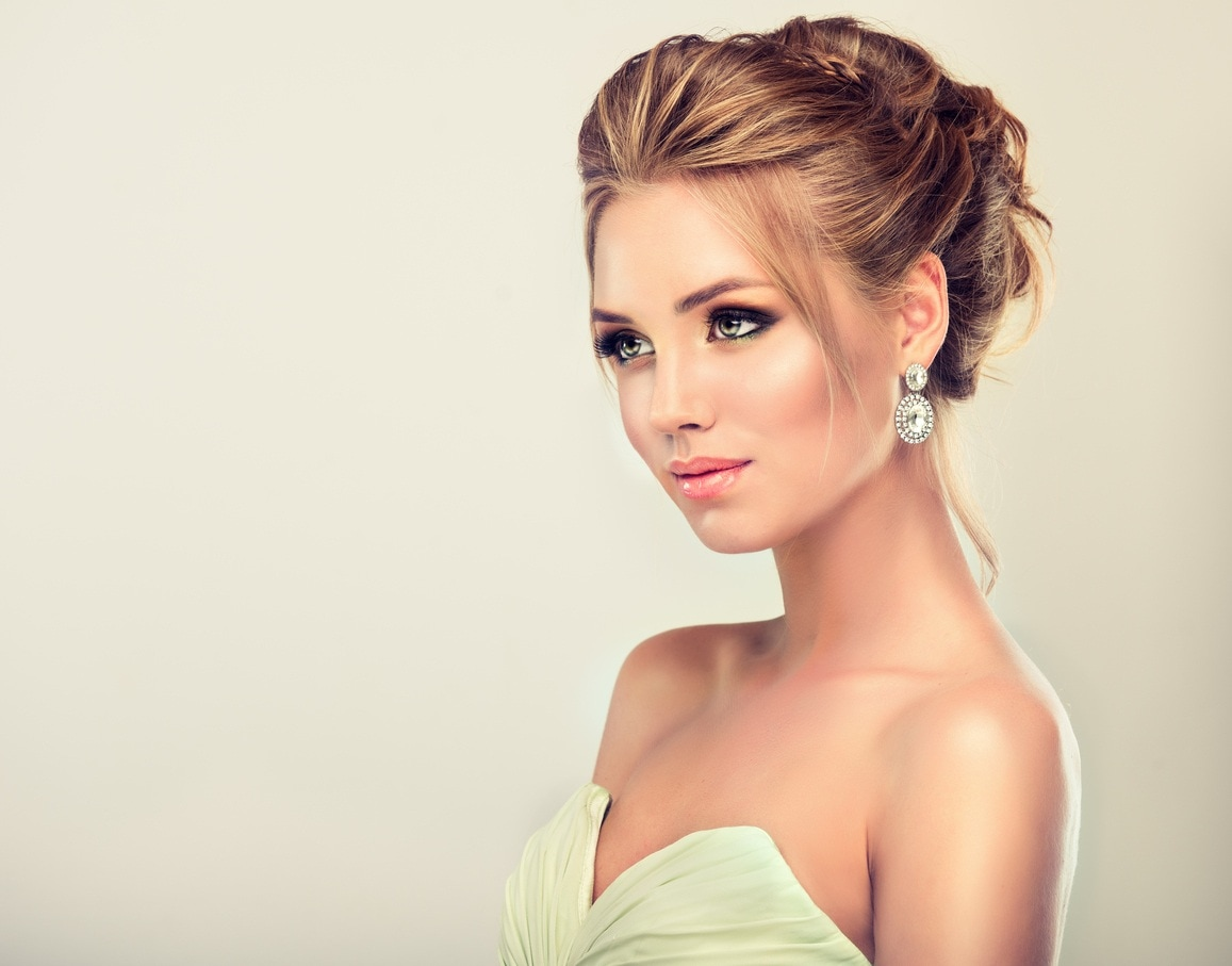 hairstyles for long blonde hair sultry bun