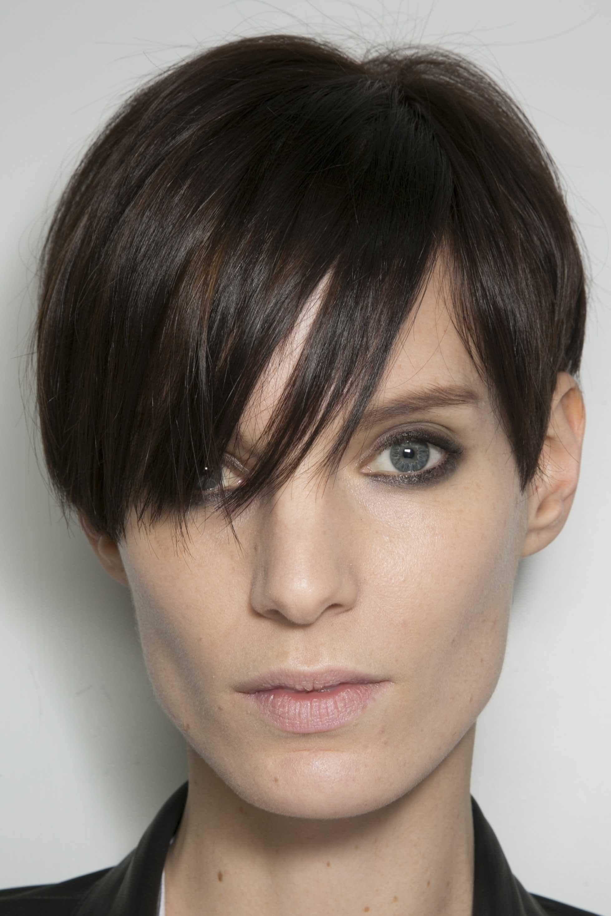 Short Straight Hairstyles 14 Non Basic Looks To Slay In Spring